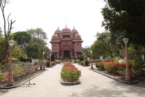 Vir Narmad Saraswati Mandir in Surat