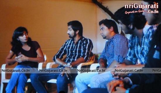 Dance Team in Gujarati Movie 2014 Sathiyo Chalyo Khodaldham