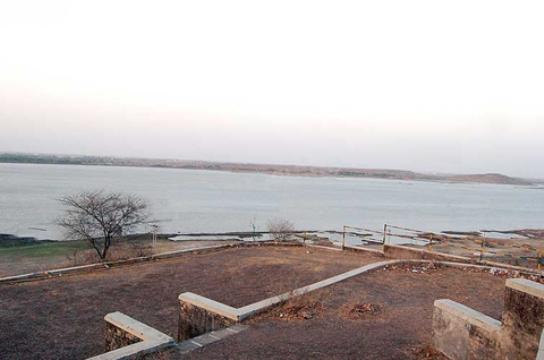 Famous Picnic Place LALPARI LAKE near Rajkot Gujarat