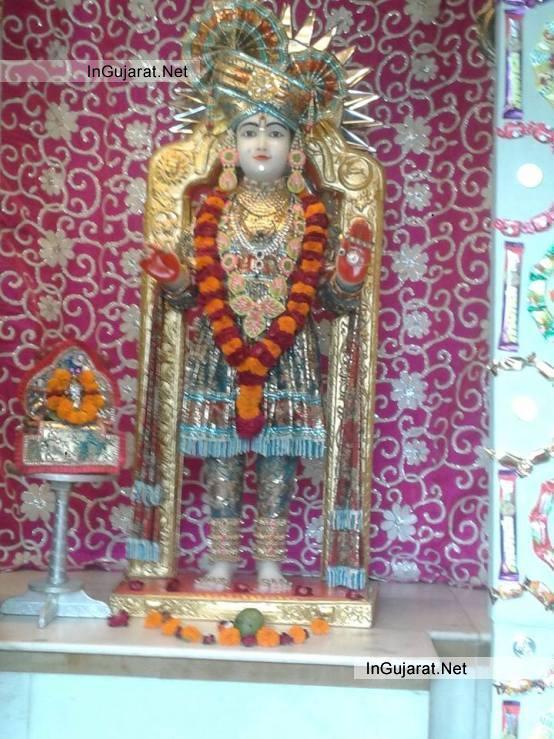 Ghanshyam Maharaj Photos - Shri Ghanshyam Maharaj Images Latest Live Pictures