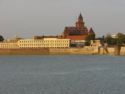 Hamirsar Lake in Bhuj Gujarat - History of Hamirsar Lake Bhuj