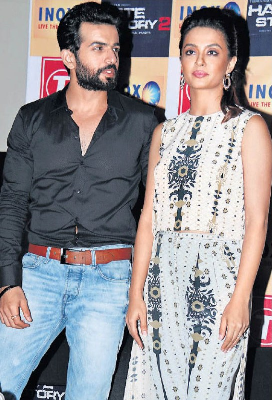 Hate Story 2 Movie Promotion in Surat Hate Story 2 Hindi Film Star Cast in Surat Gujarat