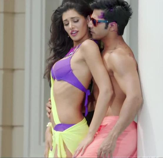 Hot Nargis Fakhri Navel in Main Tera Hero Movie Item Song