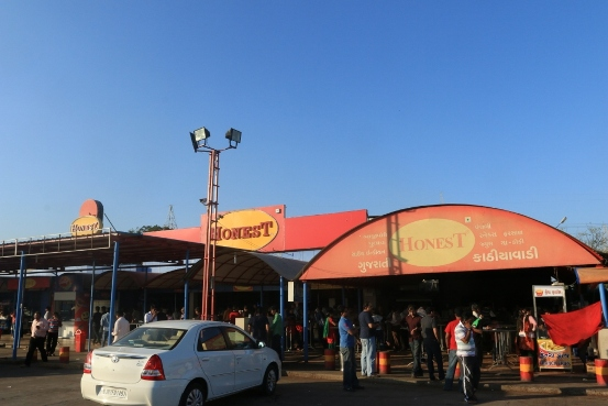 Hotels on Ahmedabad Rajkot Highway NH8 – Kathiyawadi Gujarati Restaurants Name List