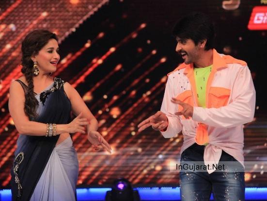 Madhuri Dixit Dancing Photos Latest 2014 Dance Pictures with Ashish on Set of JDJ Season 7