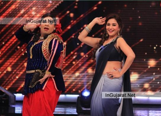 Madhuri Dixit Hot Navel Show Pics in Saree at Jhalak Dikhhla Jaa Season 7 - Latest Images Recent Photos 2014