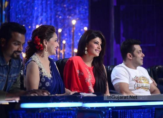Madhuri Dixit Wearing Blue Saree of Fashion Designer Ridhi Mehra at Jhalak Dikhhla Jaa Season 7 Latest Pics 2014