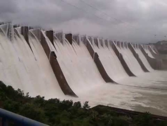 Mother India Dam Overflowing near Surat Gujarat Mother India Dam Overflow Latest News