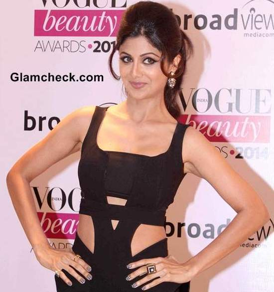 Shilpa Shetty Armpit Photos in Hot Black Gown at Vogue Beauty Award 2014.jpg