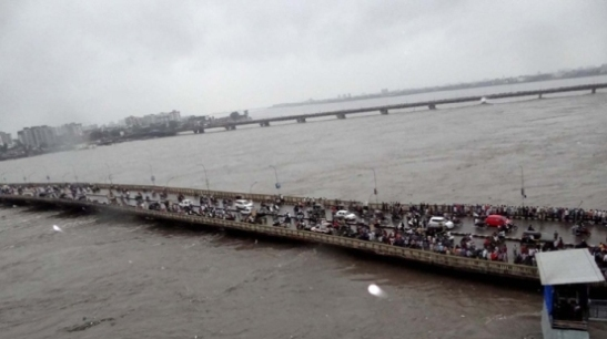 Tapi River Overflow in Surat - Latest News of Surat Tapi River Dam Surat Gujarat