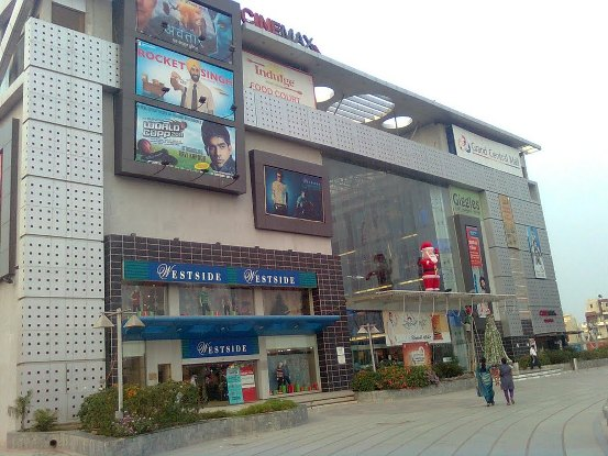 The Big new Grand Central Mall in Rajkot will now replace by Luxurious Apartments.