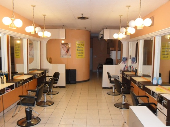 Fashion Street Beauty Parlour in Rajkot Address  Contact Number