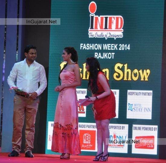 Himangini Singh Yadu Who Won The Miss Asia Pacific World visited Rajkot for INIFD Fashion Show 2014