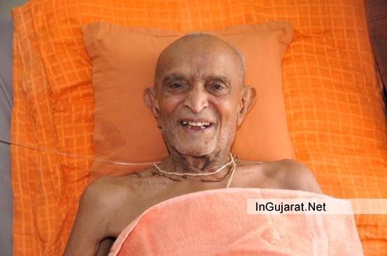 RAJKOT Swaminarayan Gurukul - Kothari Swami Shree Harjivandas Ji Died on 23rd August 2014