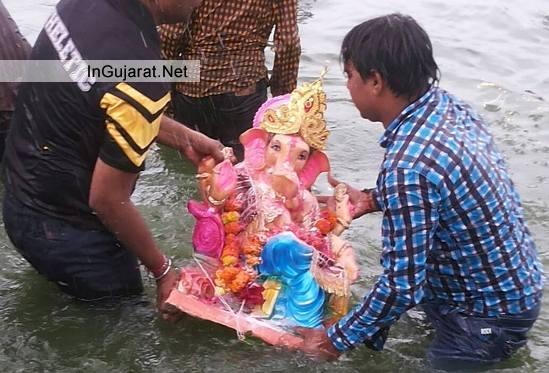 Ganpati Visarjan in Rajkot - Latest Photos of Ganesh Visarjan in Rajkot Gujarat
