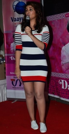 Parineeti Chopra in Long Tee Photos - Beautiful Stills in One Piece T-Shirt having White Blue & Red Strips