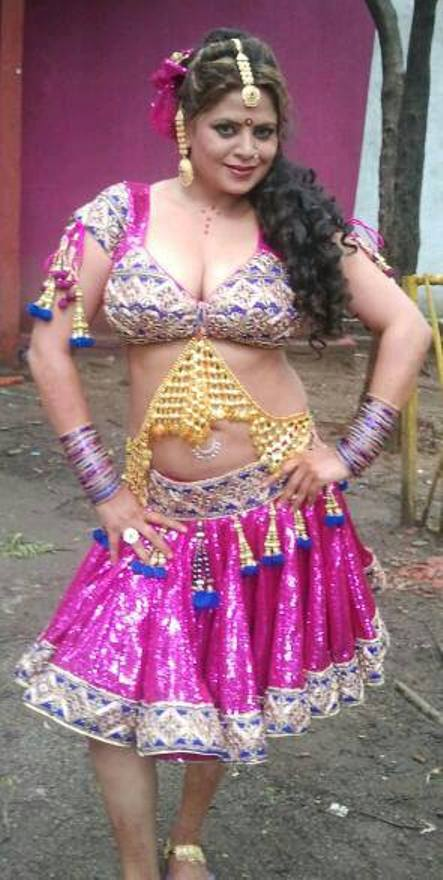 Sapna Gujarati Actress in Short Skirt with Heavy Jewellery
