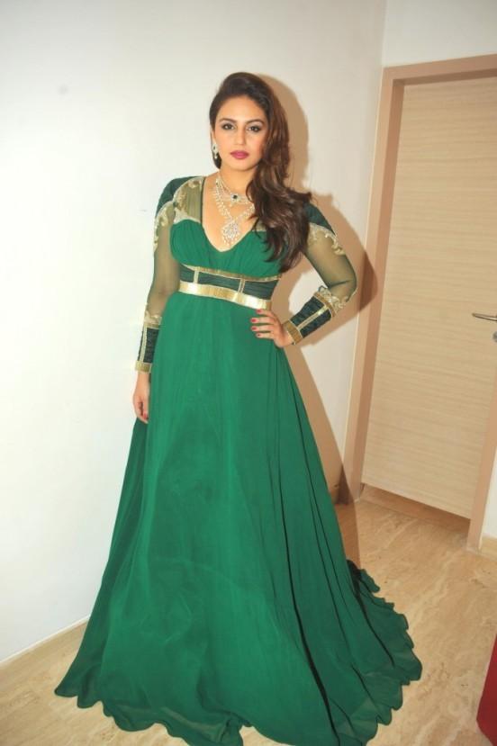 Huma Qureshi Pretty Green Indo Weston Gown at IBJA Awards 2014 Mumbai