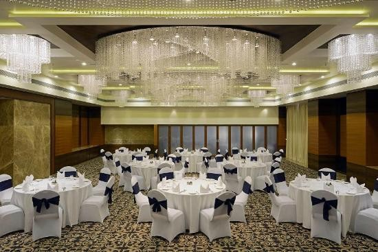 Radisson BLU Hotel in Ahmedabad – Radisson Blu Palace Resort and Spa.jpg