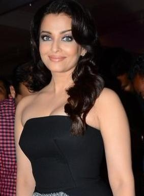 Aishwarya Rai Hot Pics in Off Shoulder Evening Gown at HT Mumbai's Most Stylish 2015