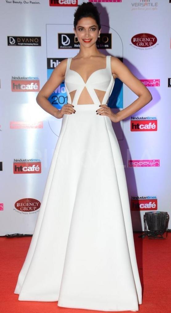 Deepika Padukone Hot Navel.jpg