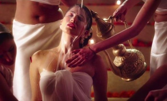 Ek Paheli Leela Hot Photos
