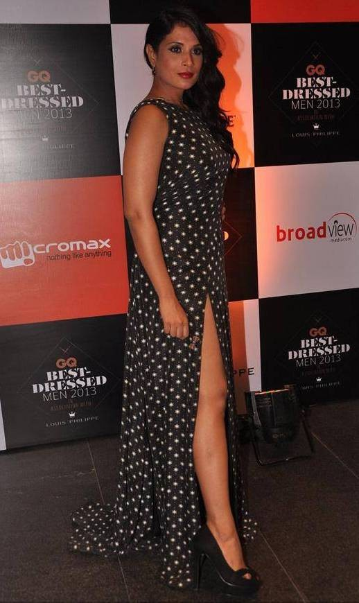 Richa Chadda Hot Legs Pics .jpg