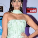 Sonam Kapoor Hot Armpits Photos in Sleeveless Dress – Latest Photos