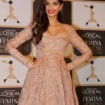 Sonam Kapoor Hot Cleavage Pics in Long Frock at L'oreal Paris Femina Awards 2015