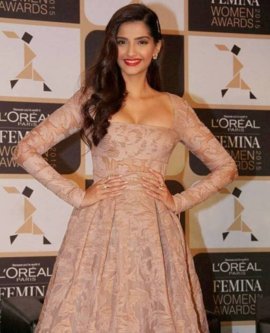 Sonam Kapoor Hot Pics  at  L'oreal Paris Femina Awards 2015