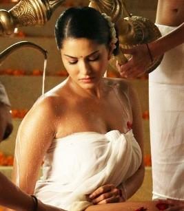 Sunny Leone Hot 'Satyam Shivam Sundaram' Look in Ek Paheli Leela 2015.jpg