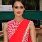Divya Menon in Byomkesh Bakshi – Hot Photos of Bollywood Actress in Byomkesh Bakshy Movie