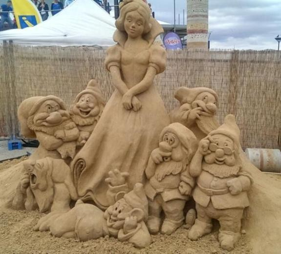 Most Beautiful Sand Art at Noarlunga Beach Australia Pics