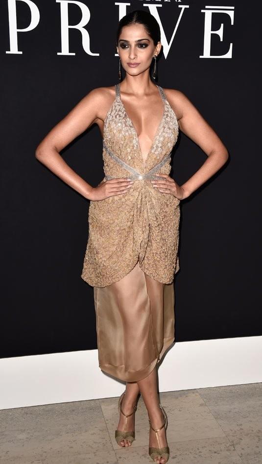 Sonam Kapoor sext look at Giorgio Armani's Fashion Show.jpg