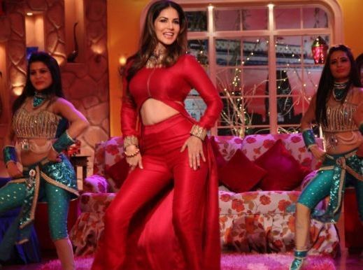 Sunny Leone in Comedy Nights With Kapil.jpg