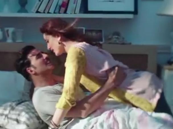 Akshay Kumar Kareena Kapoor Hot Pics in Teri Meri Kahaani Song of Gabbar Is Back