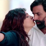 Akshay Kumar and Shruti Hassan Hot Kissing Scene in Gabbar is Back Hindi Movie