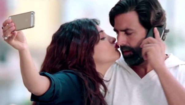 Akshay Kumar and Shruti Hassan Hot Kissing Scene in Gabbar is Back Hindi Movie