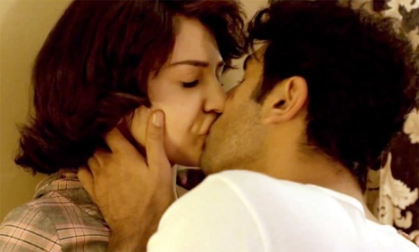 Anushka Sharma and Ranbir Kapoor Hot Kissing Scene in Bombay Velvet Movie 2015