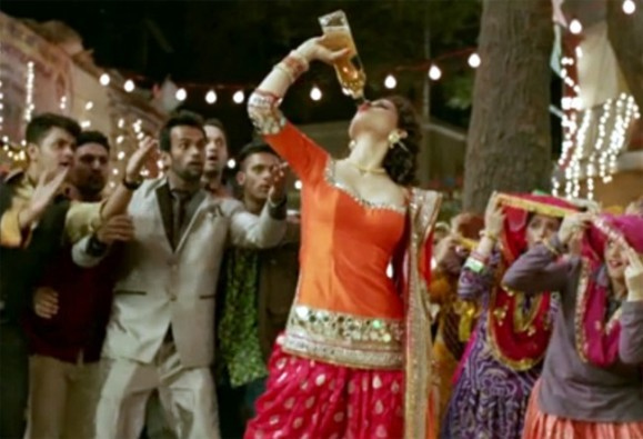 Kangana Ranaut Orange Dress in Tanu Weds Manu during Dance