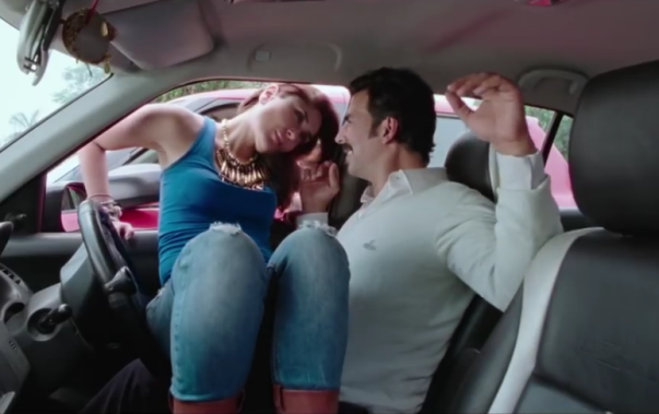 Kareena Kapoor Hot Romantic Scene in Car with Akshay Kumar