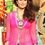 Kareena Kapoor Long Kurti in Gabbar Is Back – Hot Navel Pics in Front Cut Designer Long Kurta