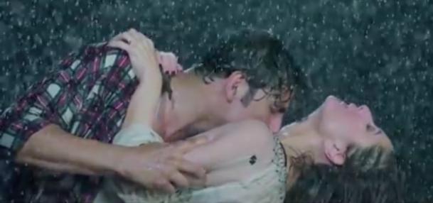 Kareena Kapoor and Akshay Kumar Hot Kissing Photos