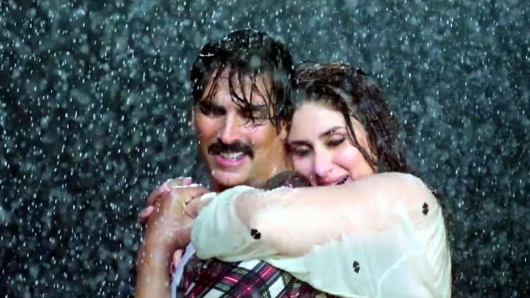 Kareena Kapoor and Akshay Kumar Romance in Rain in Gabbar Is Back Movie