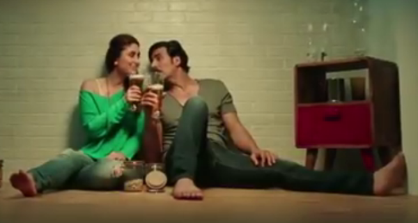 Kareena Kapoor in Green Sleeveless Top from Teri Meri Kahaani Song of Gabbar Is Back