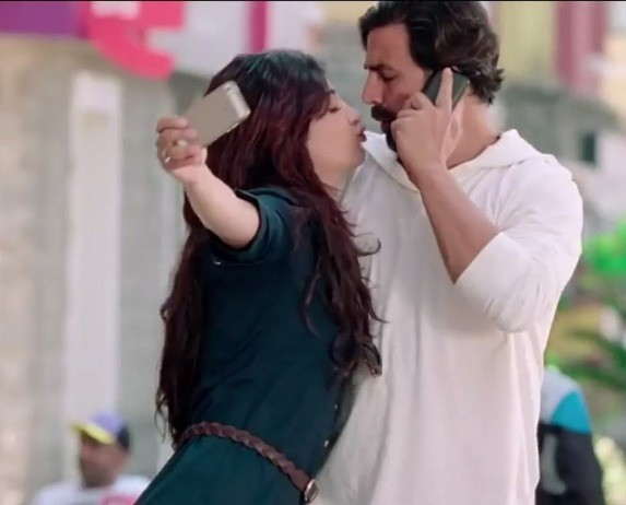 Shruti Haasan Wearing Gree Long Top in Gabbar Is Back Movie 2015