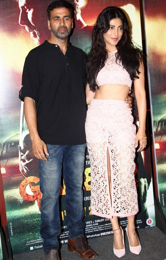 Shruti Haasan and Akshay Kumar at Gabbar Is Back Trailer Launch Pictures 2015