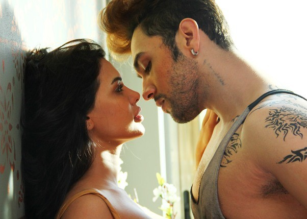 Sara Loren Hot Kissing Scene Photos in Ishq Click Movie