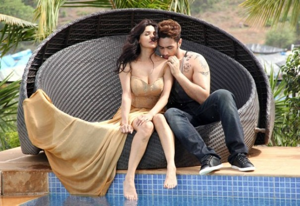 Sara Loren and Adhyayan Suman  Lip Lock Pics in Ishq Click