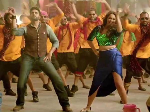 Sonakshi Sinha hot legs in all is well Itam song